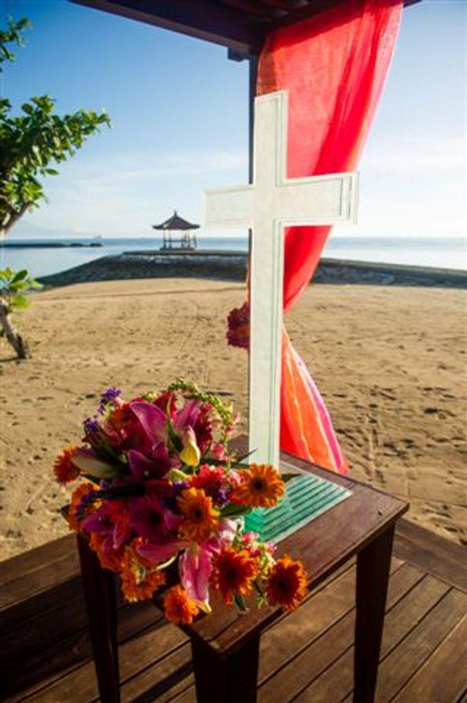 kayumanis nusa dua-beach wedding-fuschia theme by Kayumanis Private Villa and Spa - 017