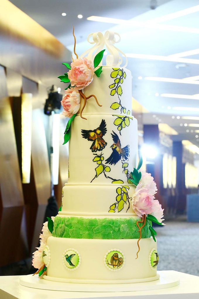 Romantic Wedding Cakes by Marriott Hotel Manila | Bridestory.com