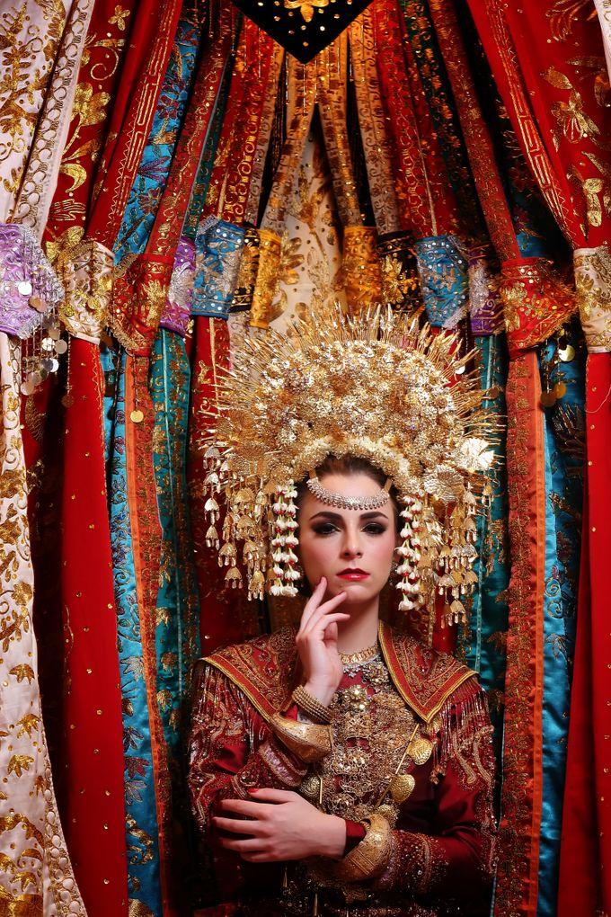 Minang Bride - Garuda Indonesia Inflight Magazines Spread by DES ISKANDAR - 006