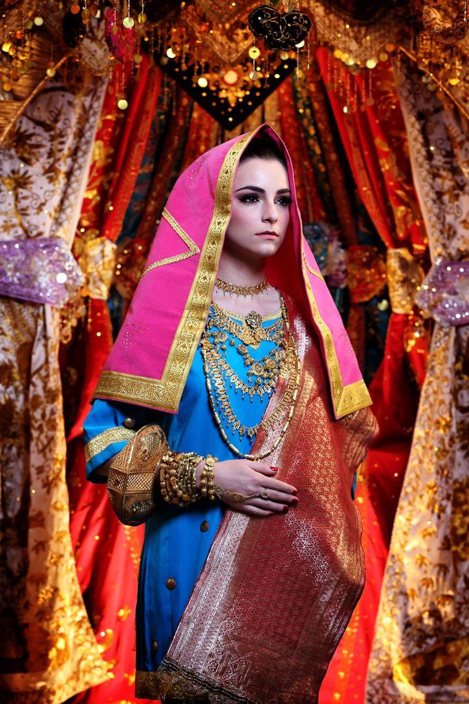 Minang Bride - Garuda Indonesia Inflight Magazines Spread by DES ISKANDAR - 003