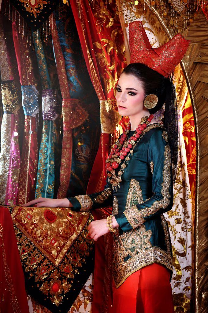 Minang Bride - Garuda Indonesia Inflight Magazines Spread by DES ISKANDAR - 005
