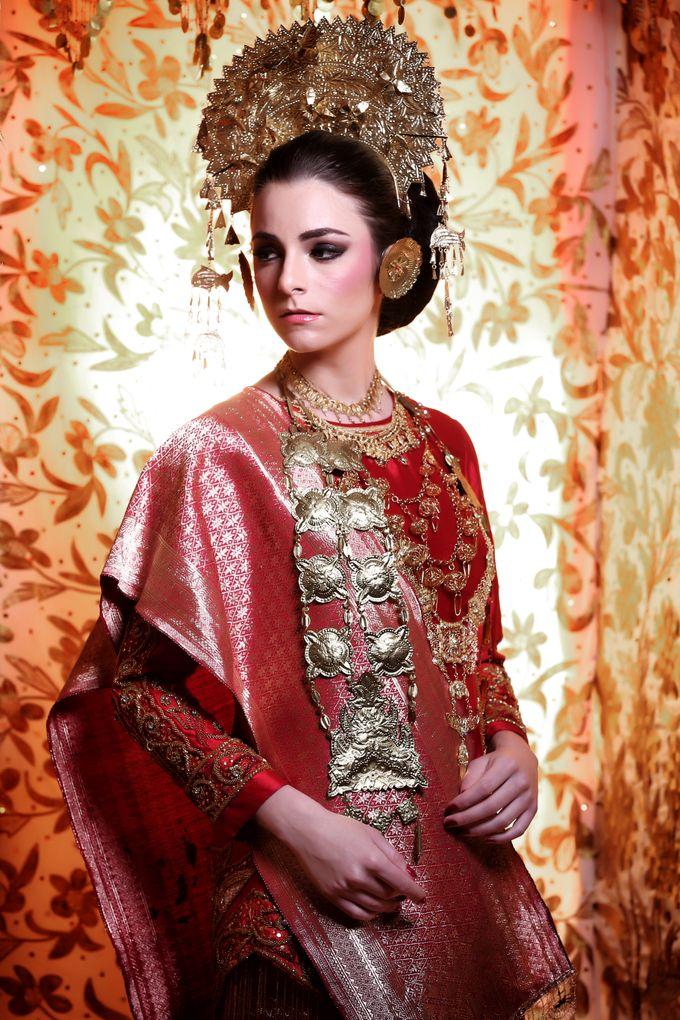 Minang Bride - Garuda Indonesia Inflight Magazines Spread by DES ISKANDAR - 004