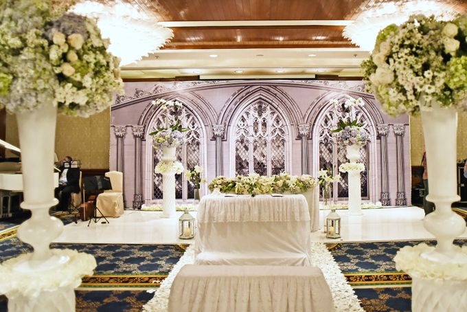 Wedding of hendra imelda by fairytale organizer bridestory add to board wedding of hendra imelda by shangri la hotel surabaya 012 junglespirit Images