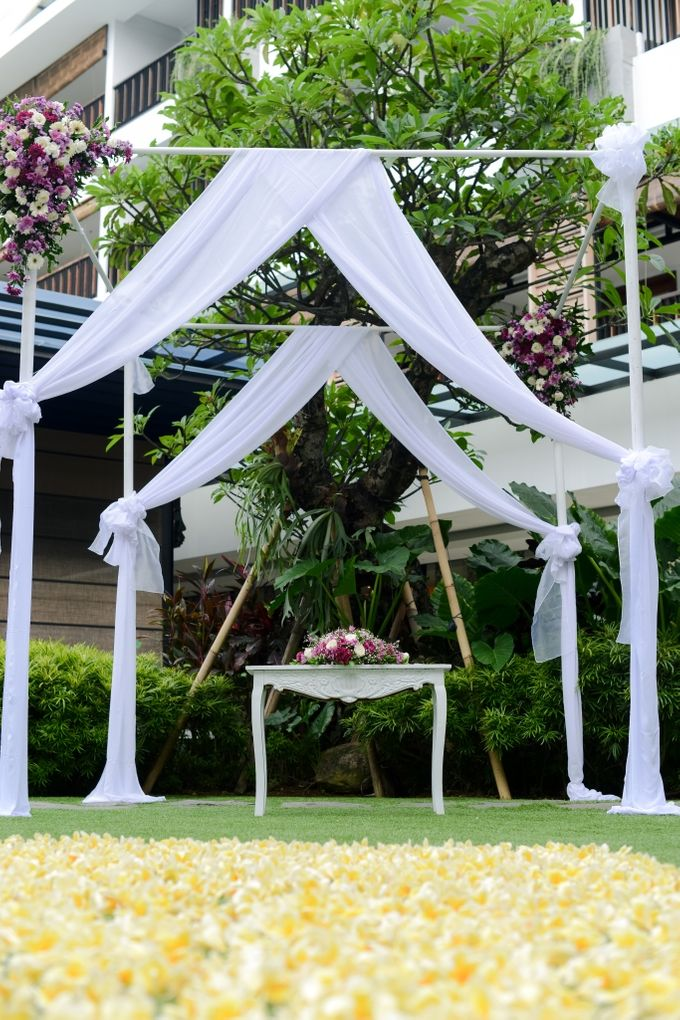 Jelena & Steven Wedding by Courtyard by Marriott Bali Seminyak - 004