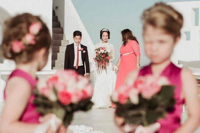Romantic and luxurious wedding in Santorini by Stella & Moscha Weddings - 014