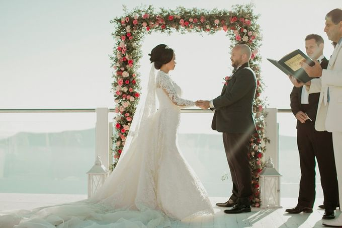 Romantic and luxurious wedding in Santorini by Stella & Moscha Weddings - 015