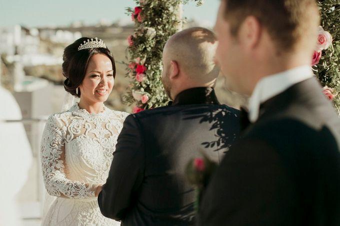 Romantic and luxurious wedding in Santorini by Stella & Moscha Weddings - 016