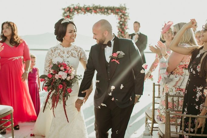 Romantic and luxurious wedding in Santorini by Stella & Moscha Weddings - 017