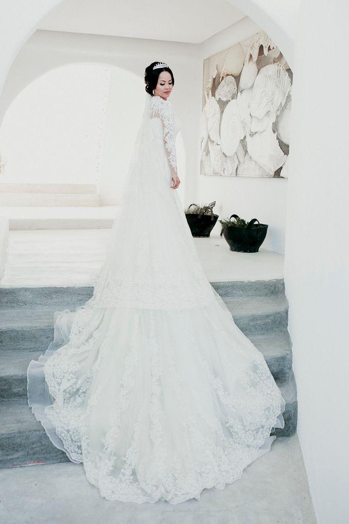 Romantic and luxurious wedding in Santorini by Stella & Moscha Weddings - 019
