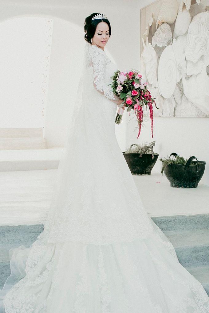 Romantic and luxurious wedding in Santorini by Stella & Moscha Weddings - 022