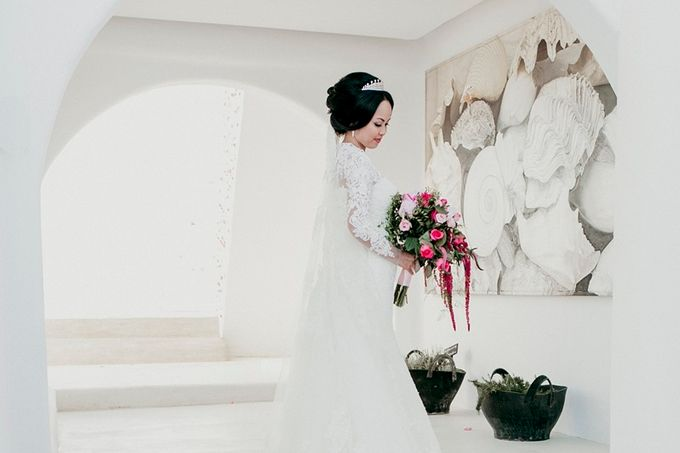 Romantic and luxurious wedding in Santorini by Stella & Moscha Weddings - 023