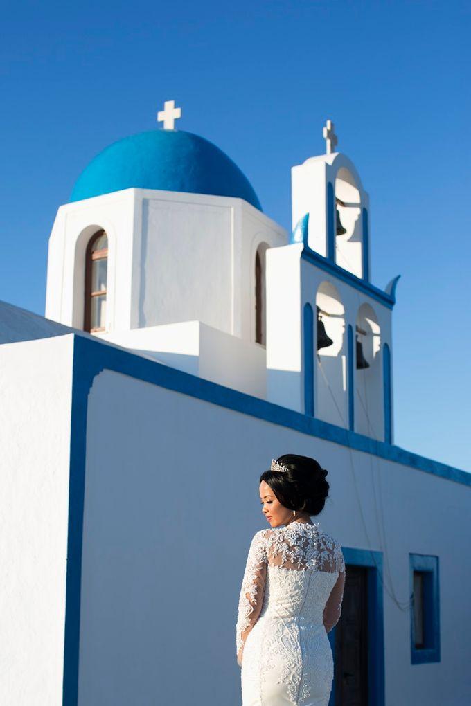 Romantic and luxurious wedding in Santorini by Stella & Moscha Weddings - 025