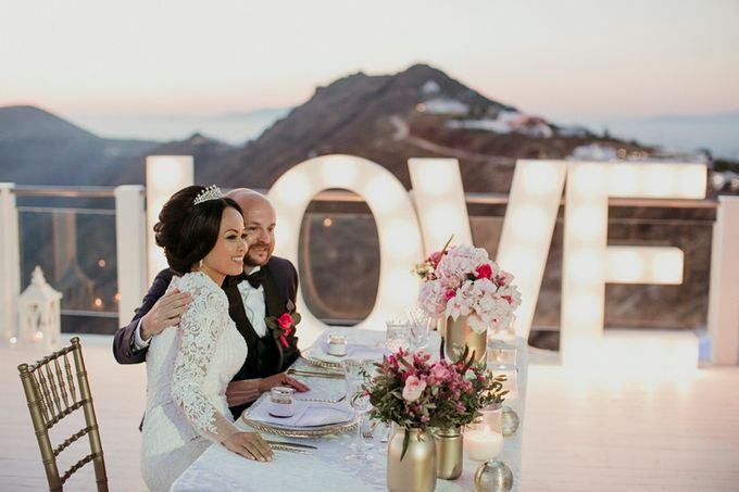 Romantic and luxurious wedding in Santorini by Stella & Moscha Weddings - 010