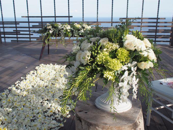 Classic Elegant - Nicola & Daniel by Puri Amanda Flower Boutique - 006