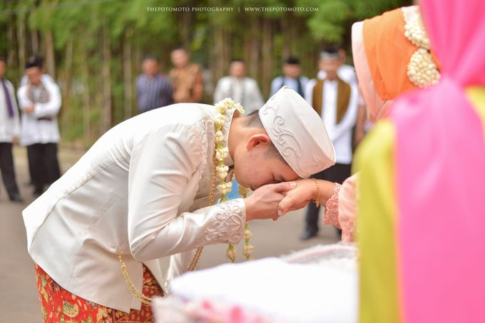 Emma + Bagus Wedding by Thepotomoto Photography - 009