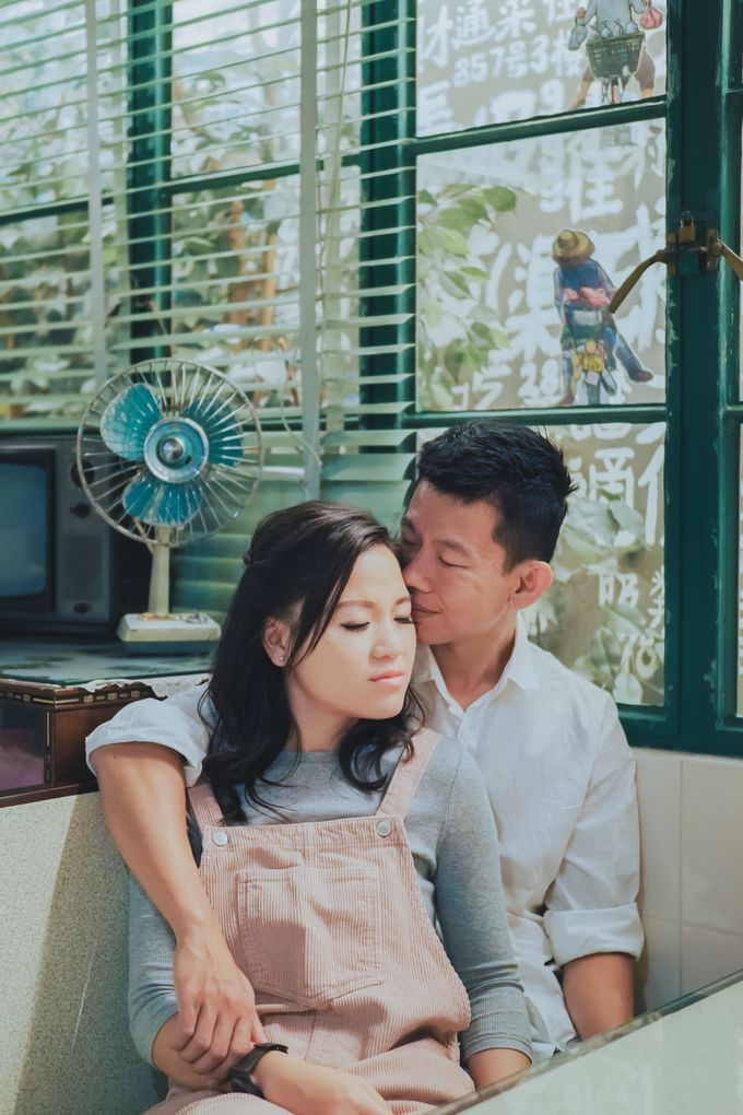 Wenzhi and Yen Sing in Hong Kong by Multifolds Productions - 046