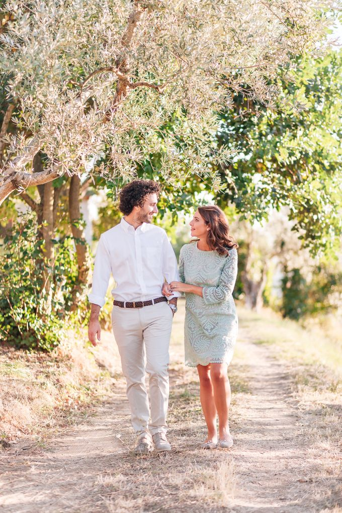 Romantic engagement in tuscany countryside by PURE wedding photography - 001