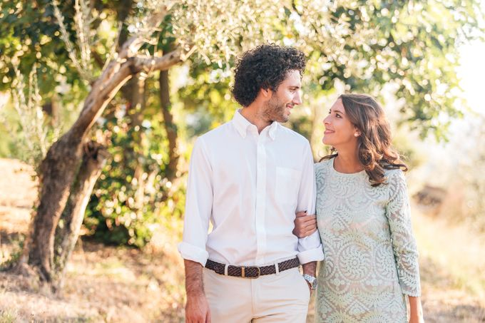 Romantic engagement in tuscany countryside by PURE wedding photography - 002