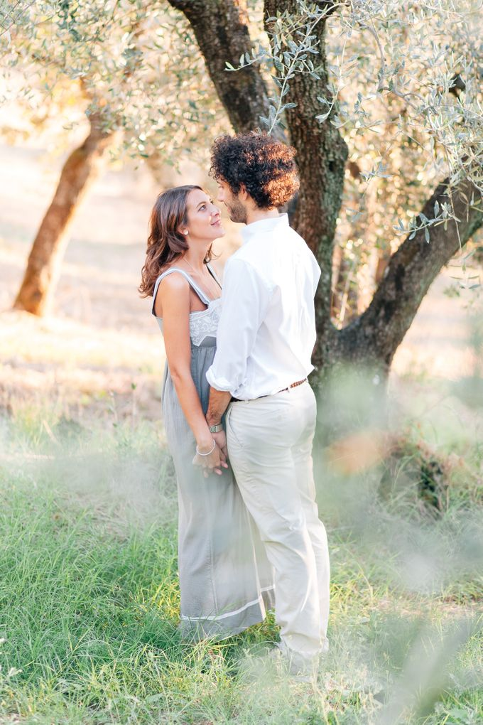 Romantic engagement in tuscany countryside by PURE wedding photography - 003