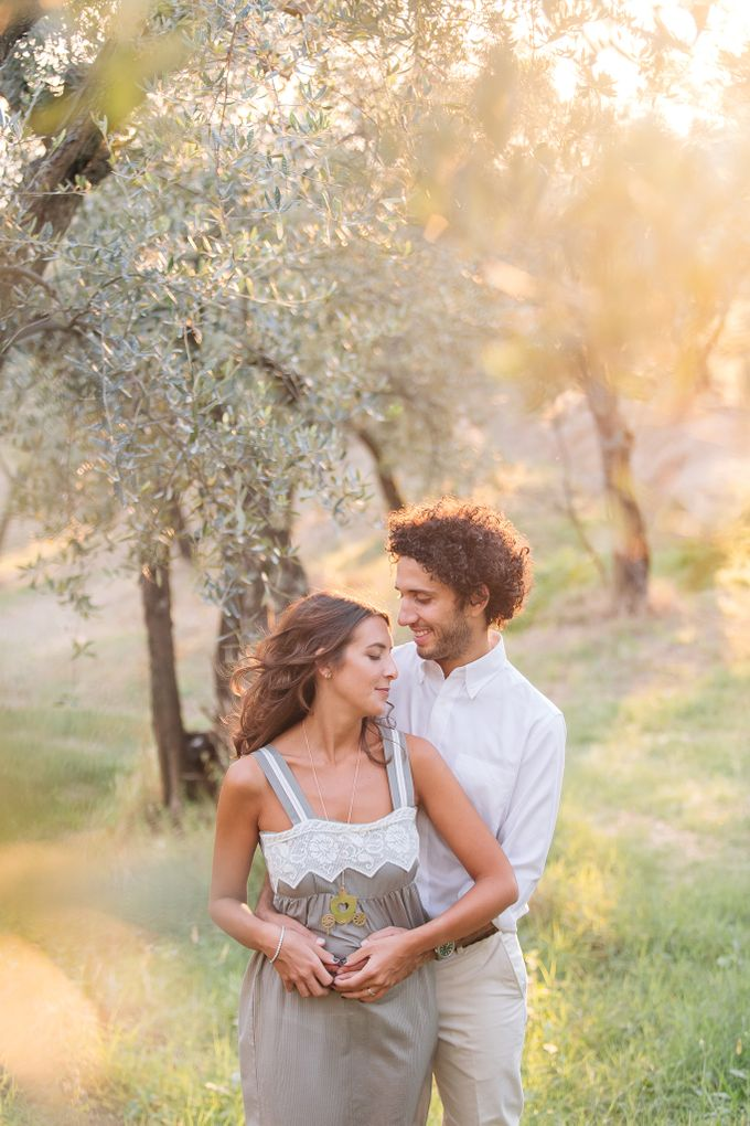 Romantic engagement in tuscany countryside by PURE wedding photography - 007