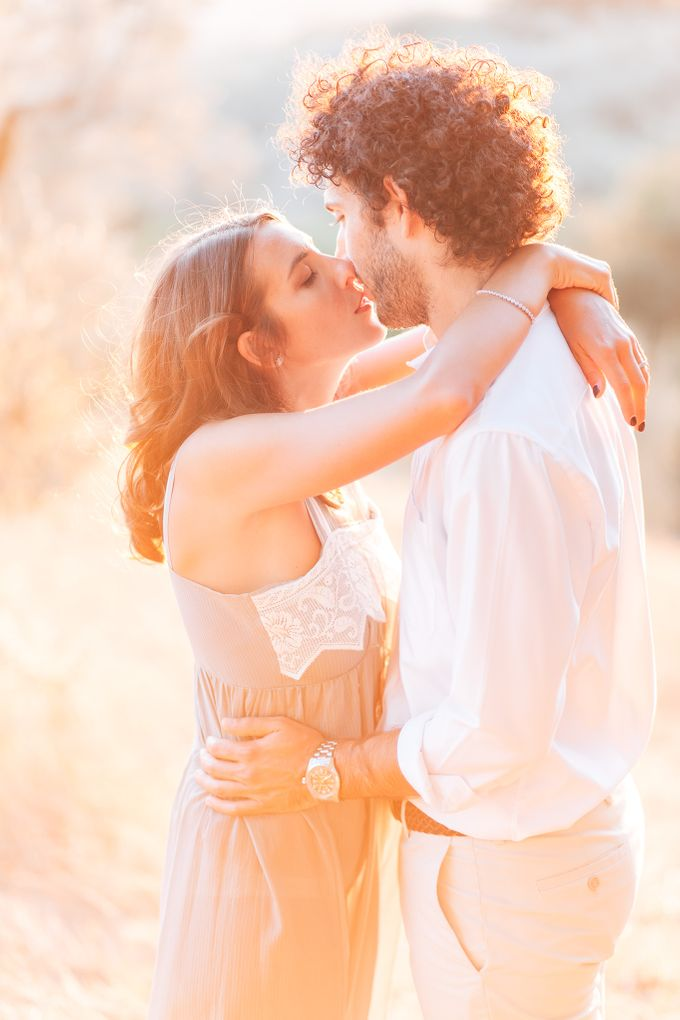 Romantic engagement in tuscany countryside by PURE wedding photography - 008