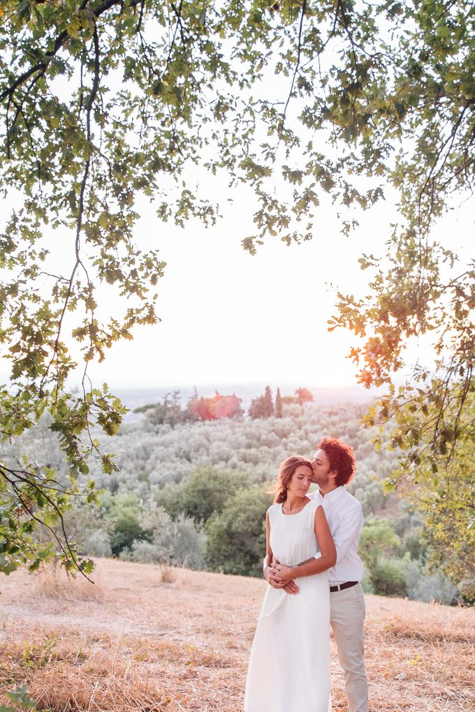 Romantic engagement in tuscany countryside by PURE wedding photography - 010