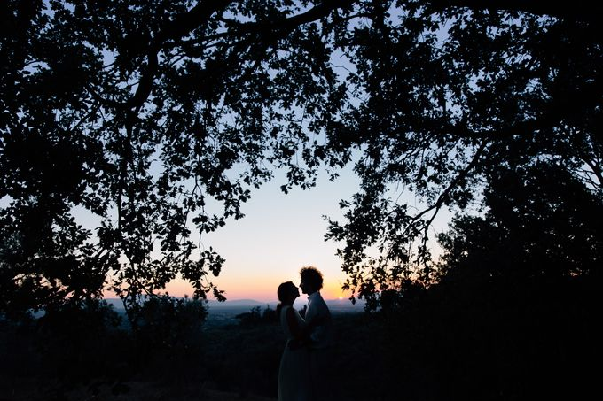 Romantic engagement in tuscany countryside by PURE wedding photography - 013