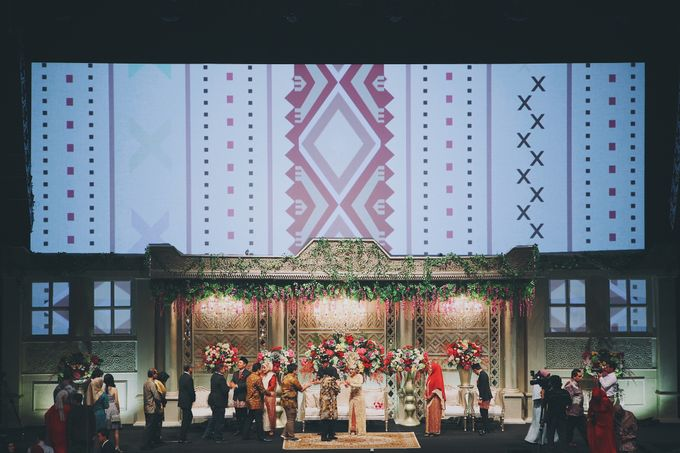 Modern Mandailing Wedding with Video Mapping by Dikaderadjat - 017
