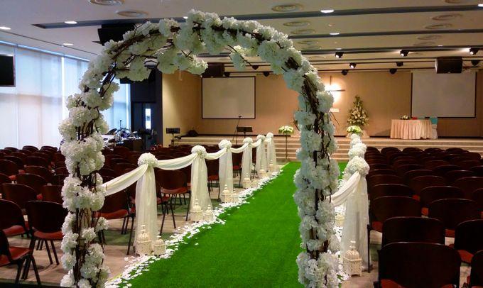 Church Wedding In A Garden By Floraphil Bridestory Com