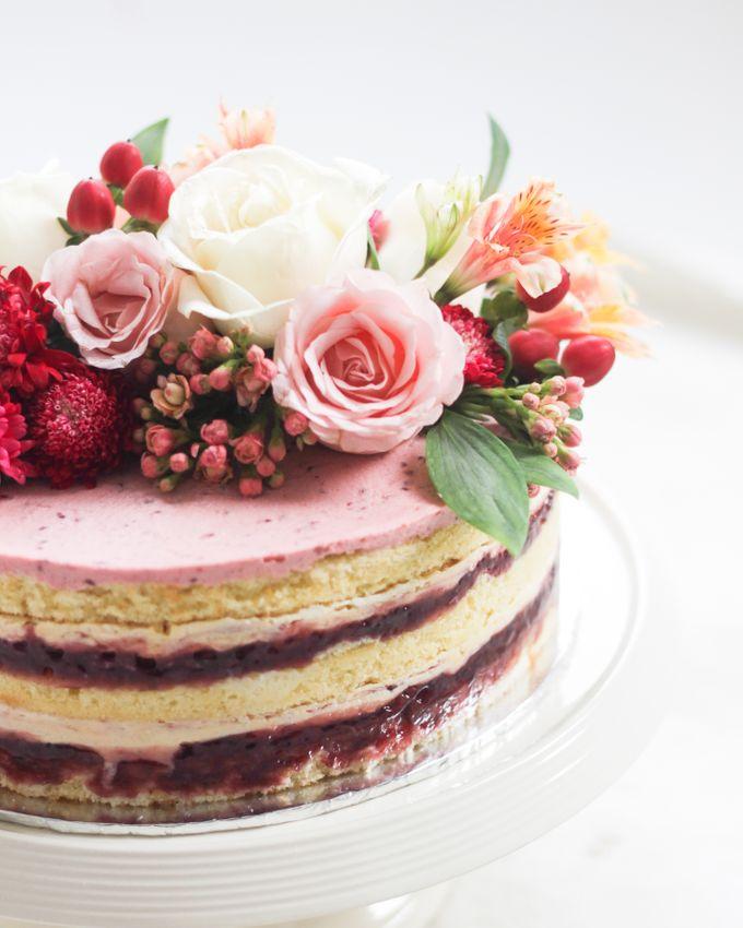 Party Cake - Naked Cake with Fresh Flowers by Lareia Cake & Co. - 003