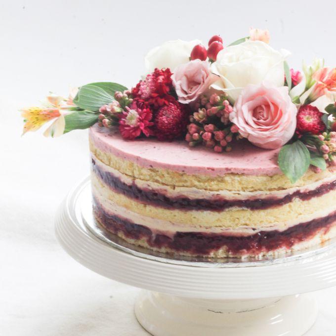 Party Cake - Naked Cake with Fresh Flowers by Lareia Cake & Co. - 002