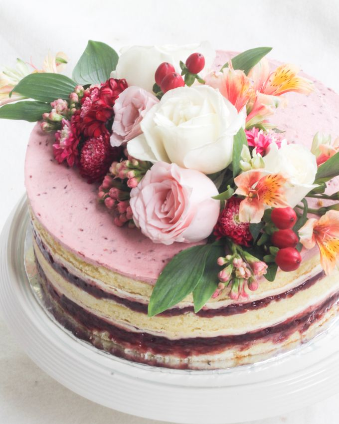 Party Cake - Naked Cake with Fresh Flowers by Lareia Cake & Co. - 001