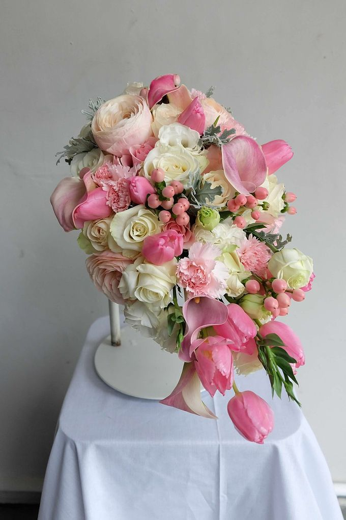 Cascade Bouquet Collection by Il Fiore - 003