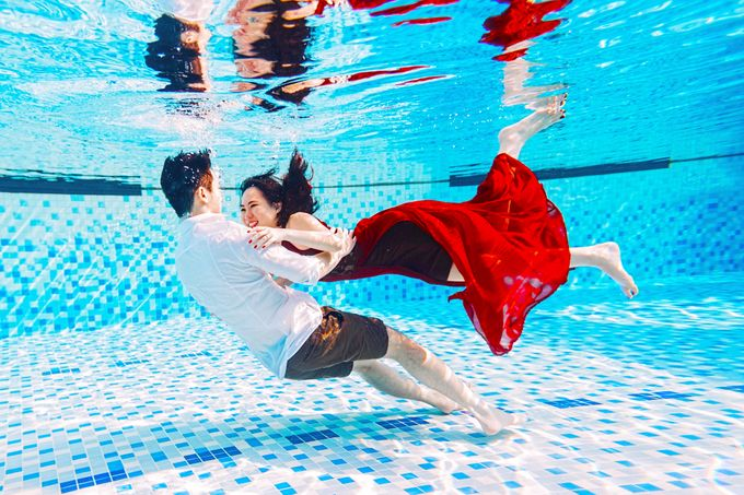 Reugene & Charley's Underwater Engagement by Chester Kher Creations - 013