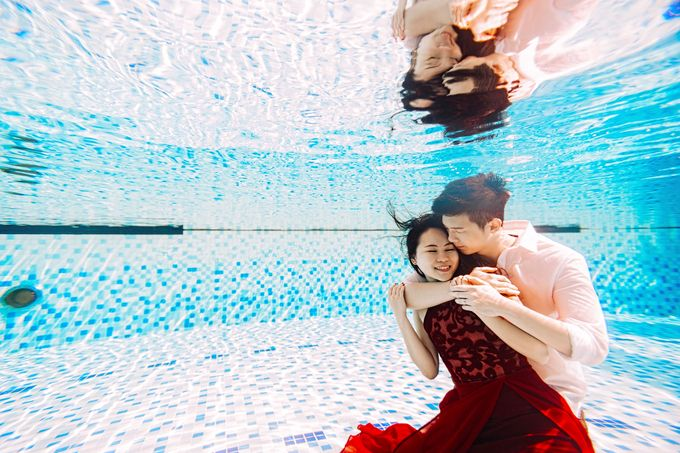 Reugene & Charley's Underwater Engagement by Chester Kher Creations - 015