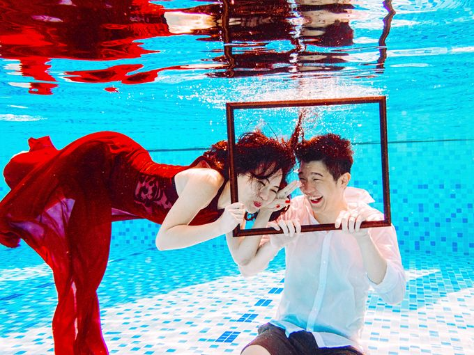 Reugene & Charley's Underwater Engagement by Chester Kher Creations - 019
