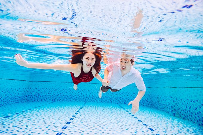 Reugene & Charley's Underwater Engagement by Chester Kher Creations - 003