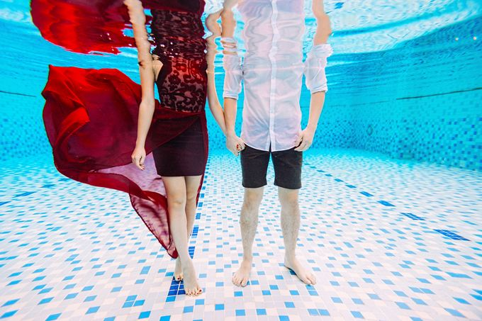 Reugene & Charley's Underwater Engagement by Chester Kher Creations - 004