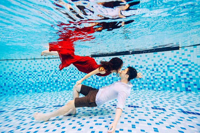 Reugene & Charley's Underwater Engagement by Chester Kher Creations - 020