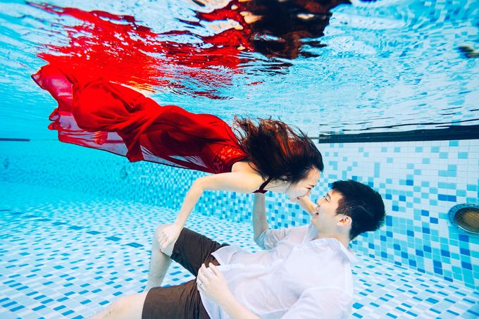 Reugene & Charley's Underwater Engagement by Chester Kher Creations - 006