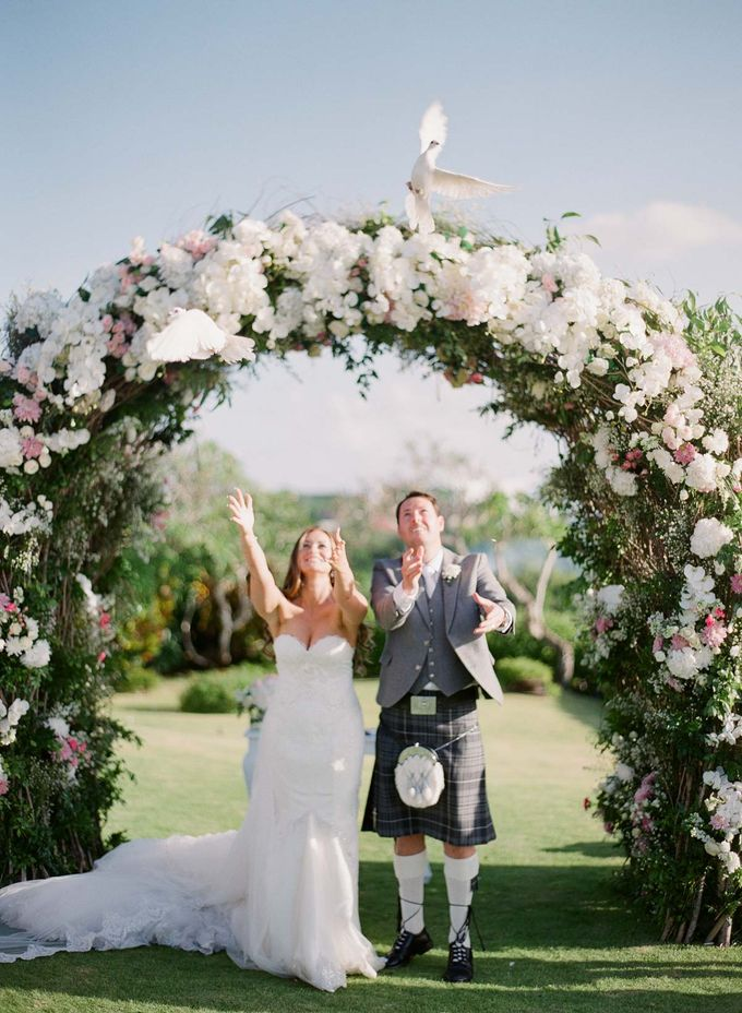 Rachael and Darren Wedding in Uluwatu Bali by Greg Finck - 030