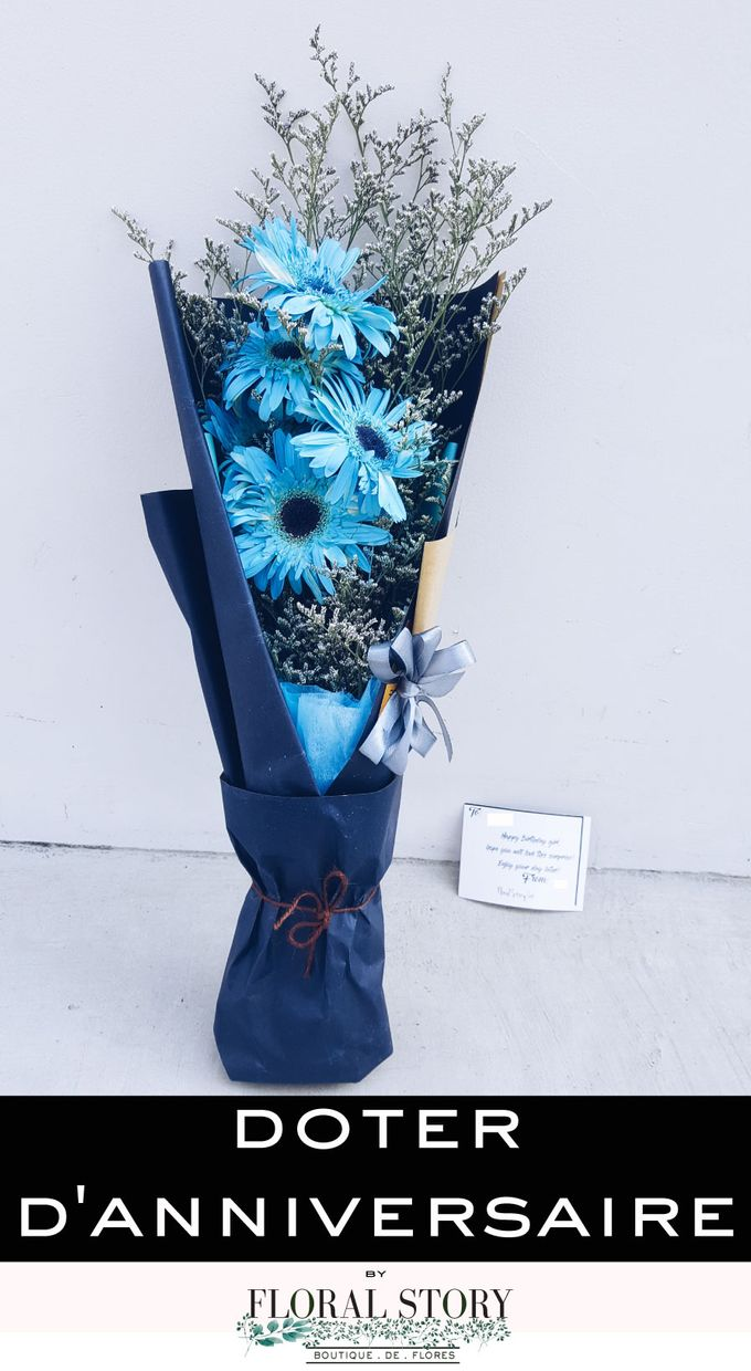 Doter Anniversaire  Limited Edition Blue Daisies with Carte by Floral Story Int - 002