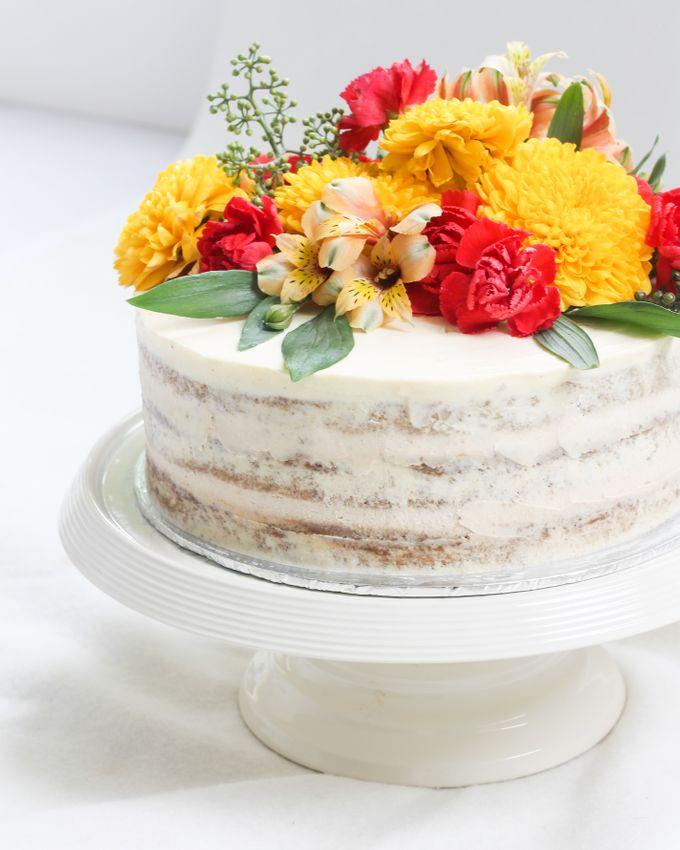 Intimate Engagement Cake by Lareia Cake & Co. - 004
