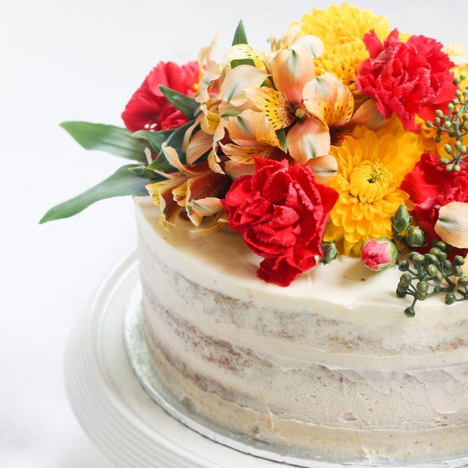 Intimate Engagement Cake by Lareia Cake & Co. - 002