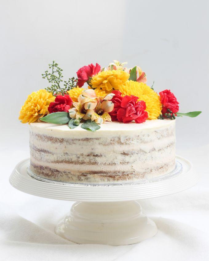 Intimate Engagement Cake by Lareia Cake & Co. - 001