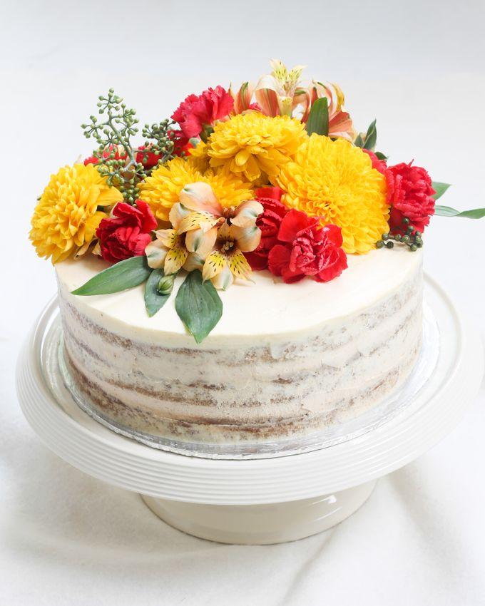 Intimate Engagement Cake by Lareia Cake & Co. - 003