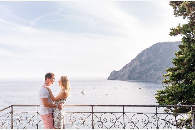Romantic wedding proposal by the sea in Monterosso in Cinque Terre by PURE wedding photography - 006