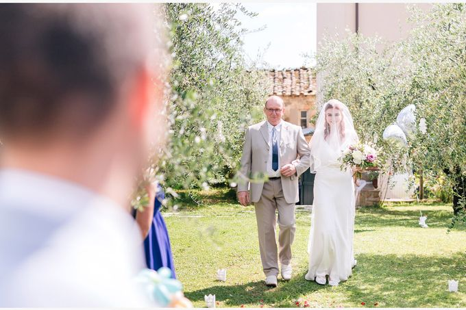 Romantic wedding with a symbolic ceremony in Lucca through the olives of the Tuscan countryside by PURE wedding photography - 003