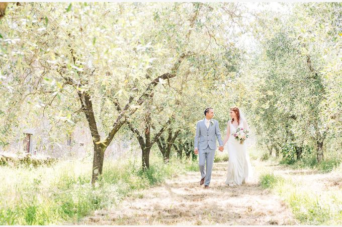 Romantic wedding with a symbolic ceremony in Lucca through the olives of the Tuscan countryside by PURE wedding photography - 006