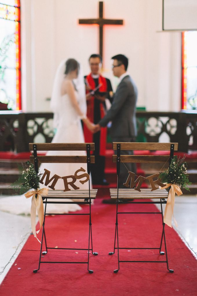 A DIY Rustic Vintage Church Wedding by Arch and Vow Studio - 044